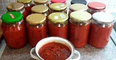 Τώρα που οι ντόπιες ντοματούλες είναι στην εποχή τους οι δικές μου είναι από Εύβοια. Πολτοποίησα όλες τις ντομάτες στο μούλτι–ένα τελλάροΈβαλα τρία μεγάλα Cookbook Recipes, Cooking Recipes, Food Decoration, Preserving Food, Marmalade, Greek Recipes, Tomato Sauce, Food Hacks, Salsa