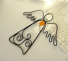 Drátování U Metudky Wire Crafts, Metal Crafts, Diy And Crafts, Arts And Crafts, Diy Angel Wings, Diy Wings, Wire Ornaments, Beaded Christmas Ornaments, Christmas Angel Crafts
