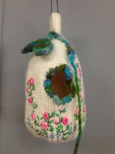 knitted fairy house - so cute - seems like a good first in the round project
