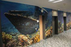 <p>Mitten im Meer stehen, ohne nass zu werden? Haien in die Augen schauen, ohne Angst vor einem Biss? In Köln hat Frank Gerlach ein traumhaftes Projekt in einem Bürohaus umgesetzt. Wenn der Besucher aus dem Aufzug kommt, steht er 20.000…</p>