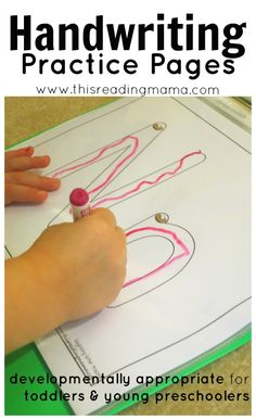 FREE Handwriting Practice Pages for the Young Child ~ developmentally appropriate for toddlers and young preschoolers PLUS they reinforce letter sounds! This Reading Mama Preschool Writing, Preschool Letters, Learning Letters, Preschool Learning, In Kindergarten, Preschool Activities, Prek Literacy, Literacy Centers, Teaching Handwriting
