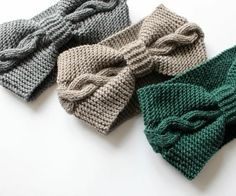 Knitting scarf cable ear warmers ideas for 2019 Crochet Headband Pattern, Knitted Headband, Knitted Hats, Boho Fashion Winter, Boho Winter, Stretchy Headbands, Baby Knitting, Diy Finger Knitting, Winter Mode