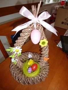 pletení z papíru velikonoční stojan