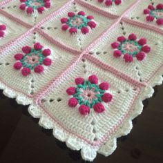 #örgü #kırlent #dekor #dekoratif #yastık #battaniye #bebekbattaniyesi #dizörtüsü #koltukşalı #crochet #pillow #gulaylaoruyoruz #nakoileörüyorum