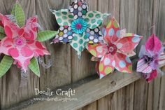 Picture of Ornament Snowflake Bunting! Peony Flower, Diy Flowers, Paper Flowers, Flower Ideas, 3d Snowflakes, Snowflake Ornaments, Paper Ornaments, Diy Craft Projects, Crafts For Kids