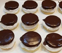 Habos Isler, sokáig nem mertem nekilátni, de már tudom, hogy nem is olyan nehéz! - Ez Szuper Hungarian Desserts, Hungarian Recipes, Finnish Cuisine, International Recipes, Diy Food, Cake Cookies, Food To Make, Bakery, Cheesecake