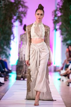 Anamika Khanna Couture Collection at Fashion Parade 2014 India Fashion, Ethnic Fashion, Asian Fashion, Fashion Show, Indian Fashion Modern, Womens Fashion, Indian Attire, Indian Wear, Indian Dresses