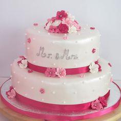 Parel met roze taart voor Mr. en Mrs.
