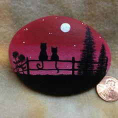 Hand painted stone, Cats at Sunset Pebble Painting, Pebble Art, Stone Painting, Rock Painting Patterns, Rock Painting Designs, Stone Crafts, Rock Crafts, Mandala Rocks, Rock Decor