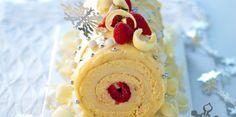 La bûche chocolat blanc fruits rouges - Marvel cake made for 2011 Christmas. Christmas Yule Log, Christmas Deserts, Holiday Desserts, Christmas Baking, French Christmas, Christmas Cakes, Christmas Goodies, Chocolate Yule Log Recipe, Gastronomia