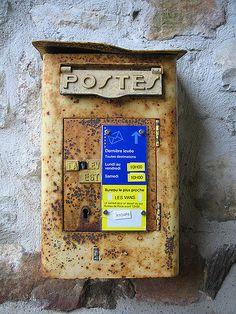 Vieille boîte aux lettre à Naves