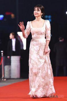 Song hye Kyo at KBC 2016 awards red carpet