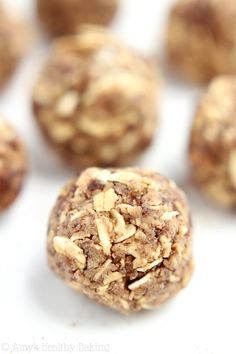 Oatmeal Raisin Energy Bites -- this healthy snack taste exactly like the cookies! Only 5 ingredients & packed with protein!