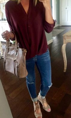 Erin from Living in Yellow blog shows us this great top by Lush @ Nordstrom. Fall fashion 2016