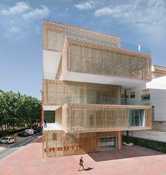 Architects Ramiro Losada and Alberto García, have designed the La Gota Cultural Center and Tobacco Museum, located in Navalmoral de la Mata, Spain.