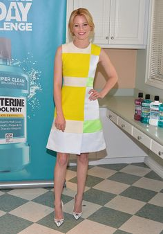 How's this for a reason to smile? Elizabeth Banks made us grin ear-to-ear at a Listerine event while wearing Roksanda Ilincic's colorblock dress.