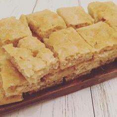 I crackers magici sono senza glutine e vegan. Velocissimi da preparare, ricchi di omega 3 grazie ai semi di lino e poveri di carboidrati.