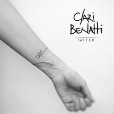 Mini bracelete por @claribenattitattoo - Rio de Janeiro, Capital. ⚓️⛵️❤️ #fineline #boat #anchor #rj #minitattoo #claribenattitattoo #benartti #tattoo2me #astattooistas