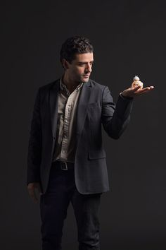"Oscar Isaac | 18 ""Star Wars"" Cast Photos That Will Awaken The Force Within You"