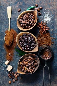 Coffee composition - Top view of three different varieties of coffee beans on dark vintage background - Food Styling - Stylisme culinaire - Estilismo de alimentos But First Coffee, Best Coffee, My Coffee, Coffee Bean Art, Kona Coffee, French Coffee, Coffee Scrub, Blended Coffee, Starbucks Coffee