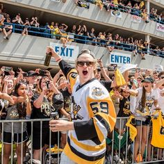 I bet drunk Jake Guentzel is hilarious. Pens Hockey, Hockey Stuff, Ice Hockey, Pittsburgh Sports, Pittsburgh Penguins Hockey, Jake Guentzel, Worst Injuries, Lets Go Pens, We Are The Champions