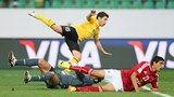 Agadir, Marruecos - 14 de diciembre: Darío Conca de las puntuaciones de Guangzhou Evergrande FC El Segundo gol en el Barrio de la Copa Mundi ...