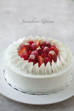 久しぶりのショートケーキ、今までで一番ナッペがうまくいきました♪ 飾りのベリーも形がよく、いい具合に収まってくれて大満足です。 (*゚v゚*) ...