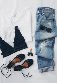 for when when you want to look casual AND cute. the only white tee you'll ever need by & the perfect distressed boyfriend jeans by (shop link in bio) Fashion Mode, Look Fashion, Fashion Outfits, Womens Fashion, Fashion Trends, Teen Fashion, Fashion Check, Feminine Fashion, Fashion Spring