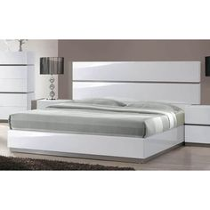 Bring a unique, modern touch to your home with the Mehdi Modern Gloss White/ Grey Bed. This bed features a simple, sleek design and is available in both king and queen sizes. Wood Bed Design, Master Bedroom Design, Modern Bedroom, Bedroom Furniture Stores, Bed Furniture, Furniture Design, Headboard And Footboard, Headboards For Beds, Modern Platform Bed