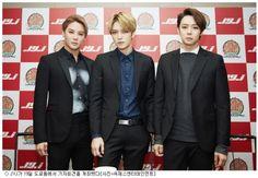 [예전만 못한 K팝 한류, 더 돋보이는 JYJ 조언] JYJ는 일본에서 제대로 된 활동을 못 할 형편이었지만 이틀간 도쿄돔 10만석을 가득 채웠다. K팝 한류 열기가 다소 식어가는 요즘 JYJ의 활약은 더 돋보인다.