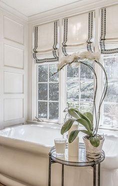24 Interior Designs with Patterned Roller Blinds Interiordesignshome.com Bathroom window design with patterned roller blinds