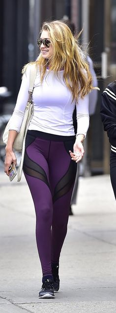 Gigi Hadid shows us how to wear leggings as pants.
