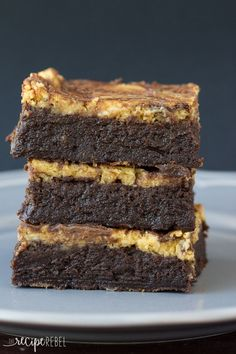 Flourless Pumpkin Cheesecake Brownies: Fudgy flourless brownies topped with pumpkin cheesecake -- a naturally gluten free treat that's perfect for Thanksgiving or the holidays!