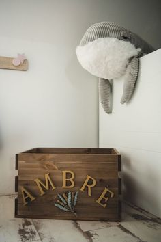 #photographie #photography #grossesse #couple #famille #family #home #photographe #photographer Toy Chest, Storage Chest, Toys, Photography, Couple, Furniture, Home Decor, Pregnancy Photography, Stone