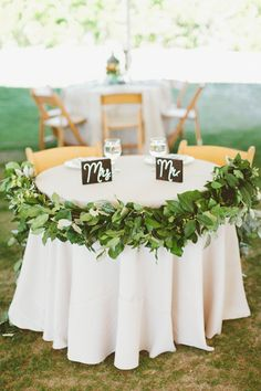 sweetheart table garland | Kaytee Lauren #wedding