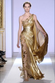 Zuhair Murad Spring Couture 2013 For his latest couture collection, the Lebanese designer sent out an array of gold-embroidered gowns that would provide plenty of sparkle. Couture Fashion, Fashion Show, Fashion Design, Runway Fashion, Trendy Fashion, Beautiful Gowns, Beautiful Outfits, Elegant Dresses, Pretty Dresses
