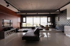 Мужская квартира с панорамным видом на город. Изображение №2.