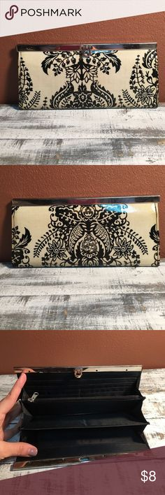 Black and White Damask Clutch/Wallet This wallet is in wonderful shape! Bags Wallets