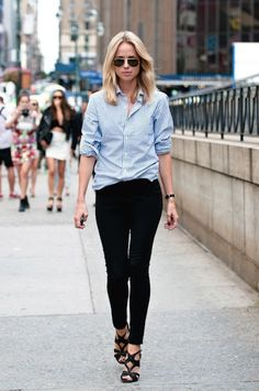 blue oxford shirt and black skinny jeans, simple and chic outfit
