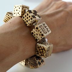 Easy to make a cube bracelet decorated with pyrograply!