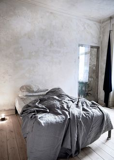 10 Decorative Paint Techniques for Your Walls - Painting Techniques Bedroom Paint Colors, Interior Paint Colors, Wall Colors, Bedroom Green, Bedroom Wall, White Bedrooms, Bedroom Decor, White Wash Walls, Green Walls