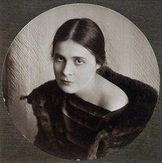 Muse Mayakovsky - Lily Brik