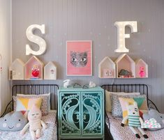 Shared girls' room by Petite Vintage Interiors by Belinda Kurtz (via Desire to Inspire).