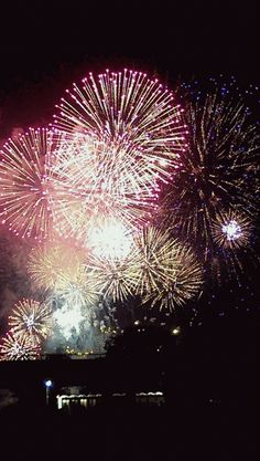 Fireworks Gif, Fireworks Pictures, Diwali Gif, Happy Diwali, Bisous Gif, Happy Day Quotes, Holiday Competitions, Happy New Year Images, Flower Phone Wallpaper