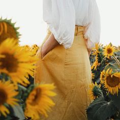 Image de yellow, aesthetic, and flowers Foto Pose, Mellow Yellow, Color Yellow, Bright Green, Orange Yellow, Yellow Flowers, Shades Of Yellow, Happy Colors, My Favorite Color