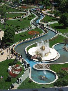 Pitești - România Urban Landscape, Landscape Design, Baseball Field, Pond, Golf Courses, Around The Worlds, Public Spaces, Buildings, Futuristic