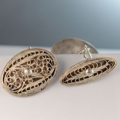Oval design with central space for a monogram. No monogram. Cufflinks look new. Vintage Cufflinks, Silver Filigree, Vintage Rings, Men's Fashion, Monogram, Sterling Silver, Antiques, Accessories, Moda Masculina
