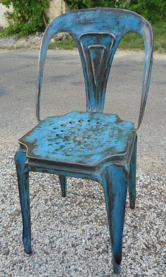 Charmant Old Blue Metal Chair   Neat!