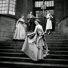 vintage everyday: Glamorous Student Fashions from the Glasgow School of Art in 1953 Glasgow School Of Art, Art School, British Magazines, Magazine Pictures, Charles Rennie Mackintosh, Student Fashion, Human Condition, Hot Pants, Mini Skirts