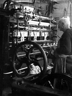 Knitting frame with three needle rows produced by Hilscher in Chemnitz (Saxony), based on the Paget system.